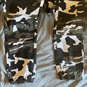 Windsor Pants & Jumpsuits - Windsor Black Women's Camo pants